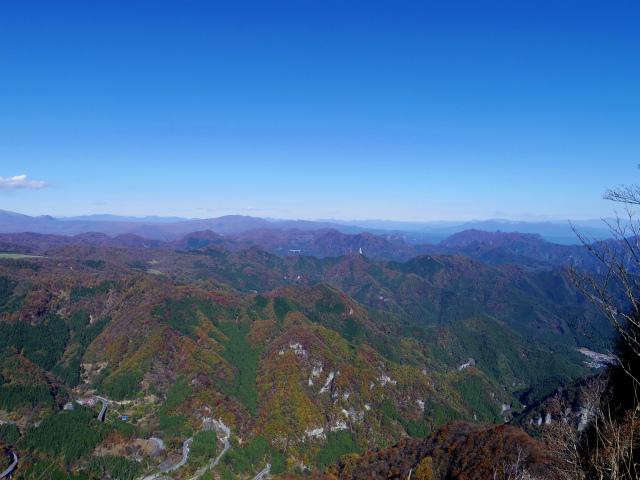 荒船山(威怒牟畿不動~艫岩~左岸コース周回)登山口コースガイド 艫岩展望台からの妙義山【登山口ナビ】