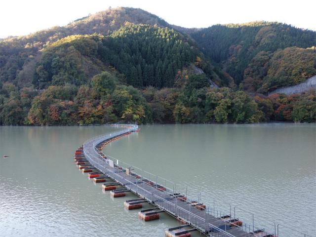 三頭山(ヌカザス尾根)登山口コースガイド 麦山の浮橋【登山口ナビ】