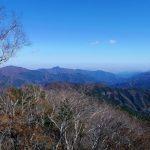 三頭山(ヌカザス尾根)登山口コースガイド 東峰展望台から奥多摩市街の眺望【登山口ナビ】