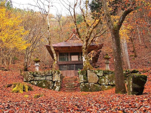 三頭山(サイグチ沢コース)登山口コースガイド 旧加茂神社【登山口ナビ】