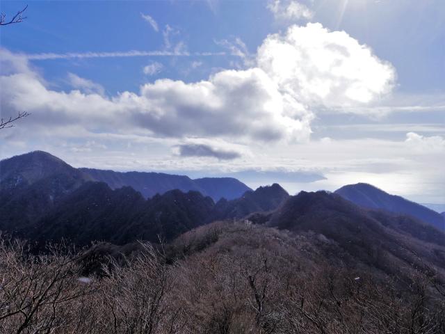 越前岳(愛鷹山神社~黒岳~大沢登山道)登山口コースガイド 鋸岳の眺望【登山口ナビ】