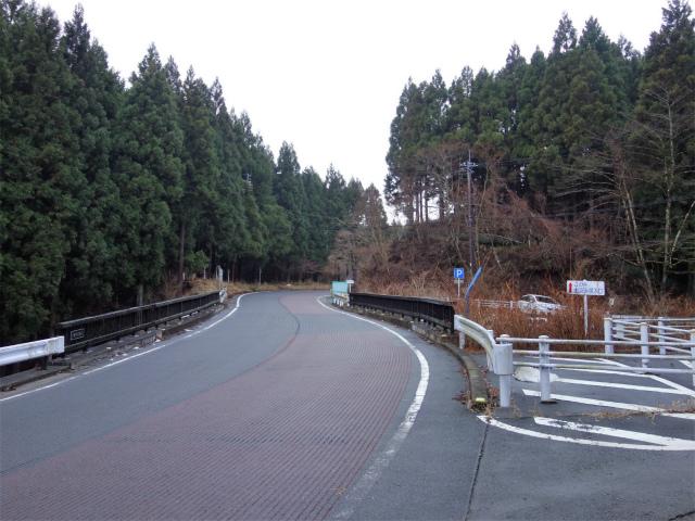 三ノ塔(BOSCO~ヨモギ平)登山口コースガイド 護摩屋敷橋駐車場【登山口ナビ】