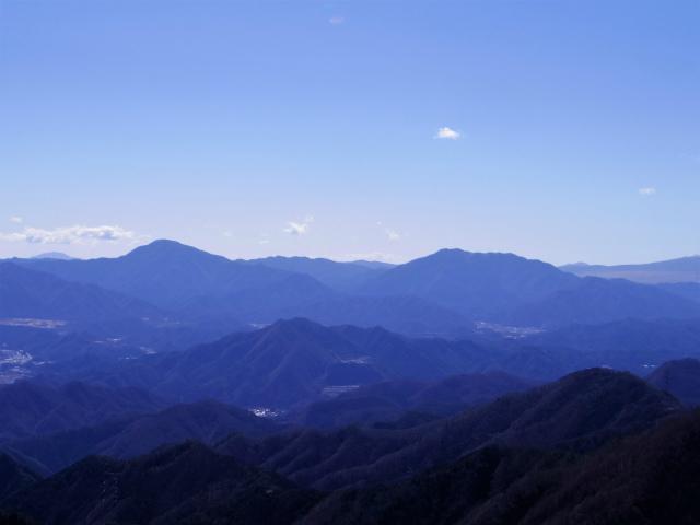雁ヶ腹摺山(金山鉱泉~姥子山)登山口コースガイド 姥子山山頂から道志山塊の眺望【登山口ナビ】