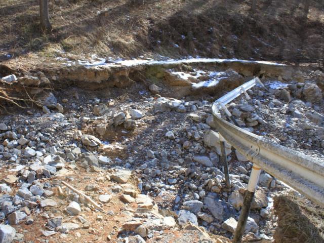 【御座山栗生登山口】御座林道の損壊区間【登山口ナビ】
