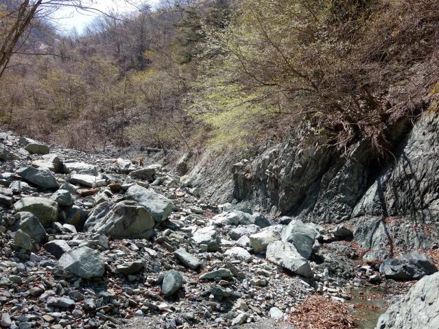 早戸大滝(最新版/台風19号後の状況)コースガイド 旧河床【登山口ナビ】