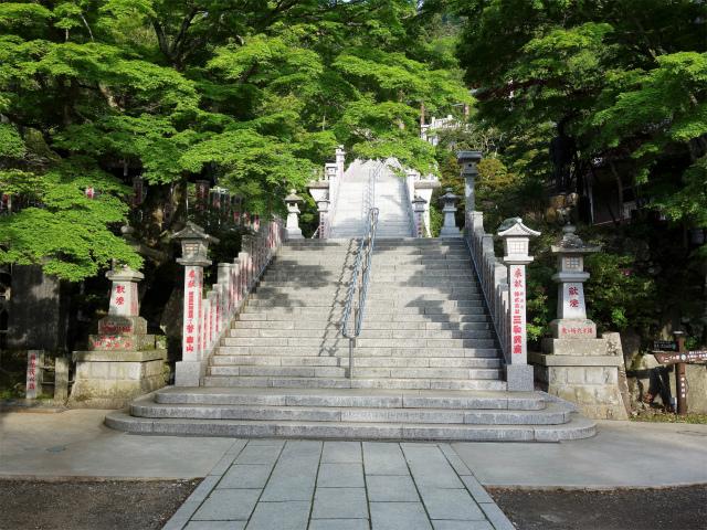 大山(表参道~見晴台周回)登山口コースガイド 参集殿前の階段【登山口ナビ】