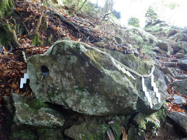 大山(表参道~見晴台周回)登山口コースガイド 十五丁目 天狗の鼻突き岩【登山口ナビ】