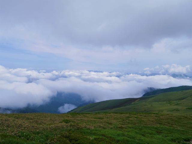 平標山/仙ノ倉山(松手山コース)登山口コースガイド 平標山から越後山脈の眺望【登山口ナビ】