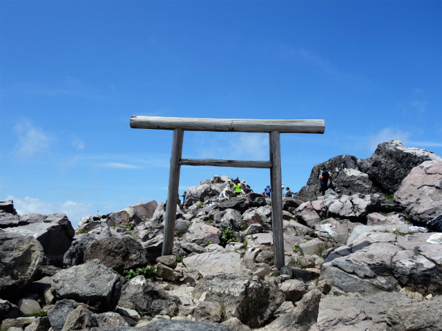 那須岳(茶臼岳~姥ヶ平)登山口コースガイド 山頂鳥居【登山口ナビ】