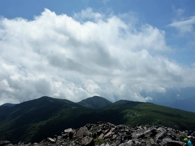那須岳(茶臼岳~姥ヶ平)登山口コースガイド 山頂からの南月山【登山口ナビ】
