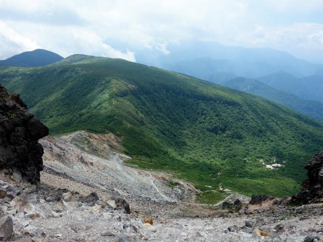 那須岳(茶臼岳~姥ヶ平)登山口コースガイド 山頂からの姥ヶ平【登山口ナビ】