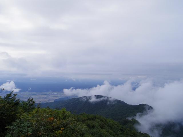 八海山(薬師岳~八ツ峰~入道岳)七合目見晴からの展望【登山口コースガイド】