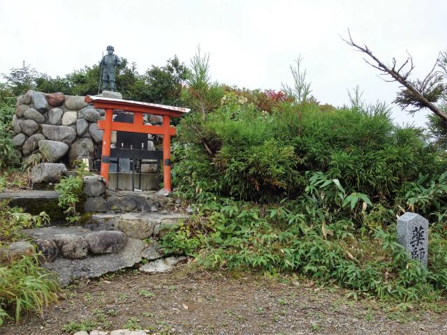 八海山(薬師岳~八ツ峰~入道岳)薬師岳山頂【登山口コースガイド】