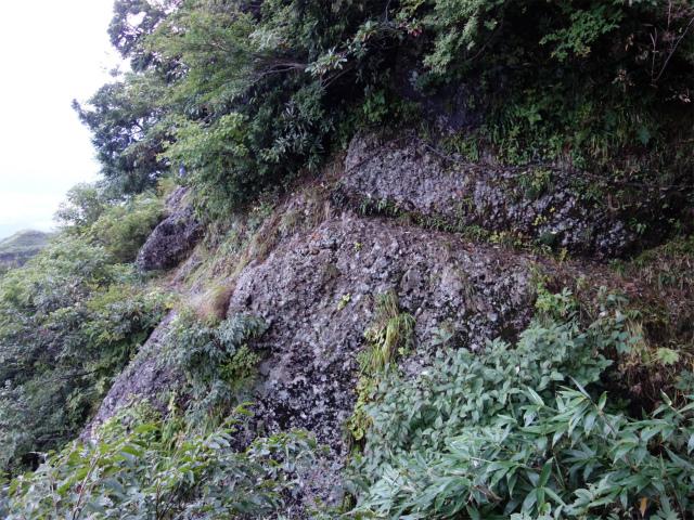 八海山(屏風道~新開道)狭いトラバース路【登山口コースガイド】