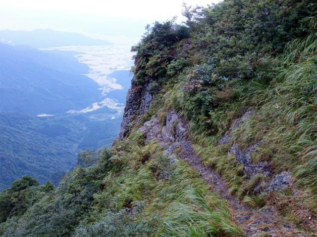 八海山(屏風道~新開道)迂回路の鎖場【登山口コースガイド】