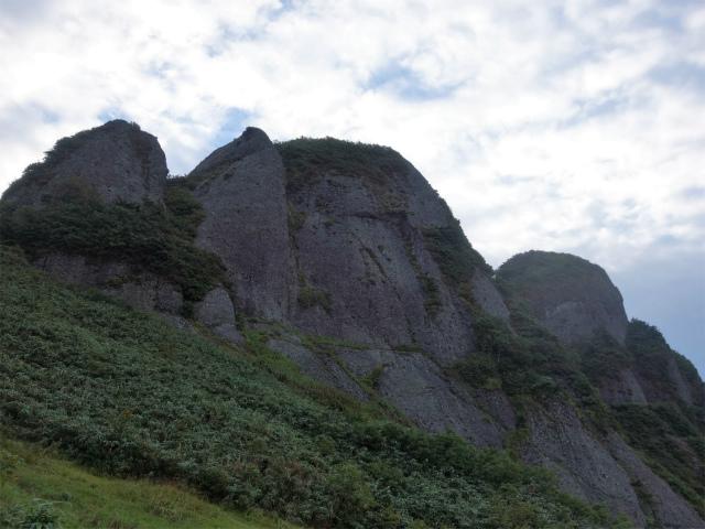 八海山(屏風道~新開道)摩利支岳の岩壁【登山口コースガイド】