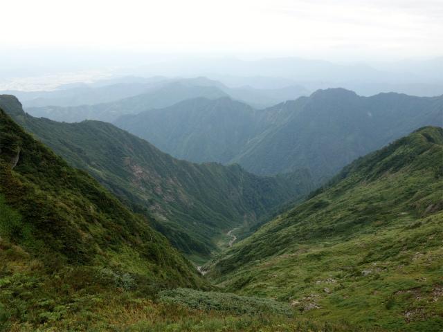 八海山(薬師岳~八ツ峰~入道岳)水無川の渓谷【登山口コースガイド】
