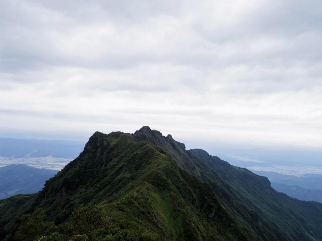 八海山(薬師岳~八ツ峰~入道岳)入道岳・九ヶ岳山頂からの八海山【登山口コースガイド】