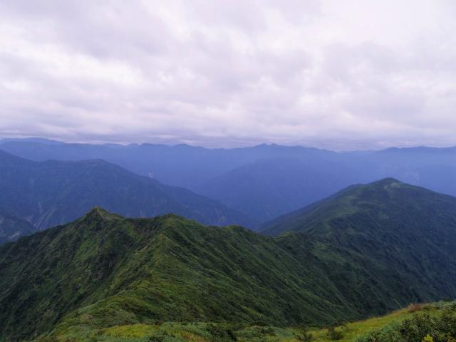 八海山(薬師岳~八ツ峰~入道岳)入道岳・九ヶ岳山頂からの阿寺山【登山口コースガイド】