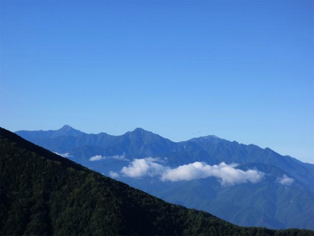 八ヶ岳・阿弥陀岳(御小屋尾根)登山口コースガイド 尾根からの甲斐駒ヶ岳・北岳の展望【登山口ナビ】