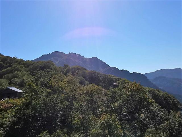 八海山(薬師岳~八ツ峰~入道岳)展望台からの眺望【登山口コースガイド】