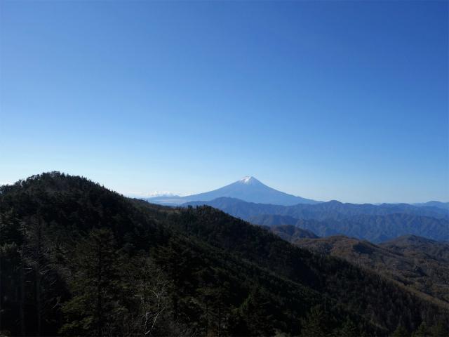牛奥ノ雁ヶ腹摺山・小金沢山(大峠~黒岳)登山口コースガイド 露岩からの富士山【登山口ナビ】