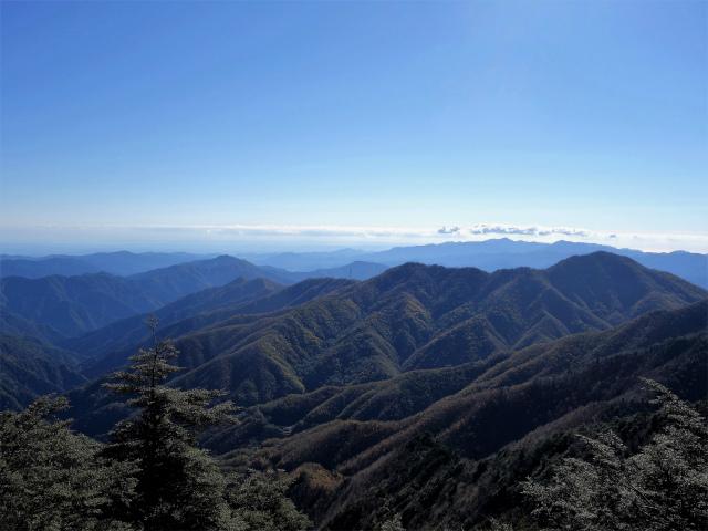 牛奥ノ雁ヶ腹摺山・小金沢山(大峠~黒岳)登山口コースガイド 小金沢山山頂からの富士山【登山口ナビ】