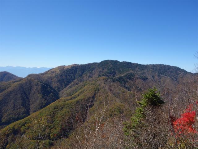 雁ヶ腹摺山(大峠~シオジの森周回)登山口コースガイド 露岩から黒岳の眺望【登山口ナビ】