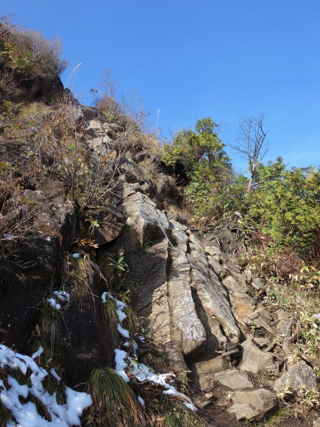 谷川岳 トマノ耳/オキノ耳(西黒尾根)登山口コースガイド 最初の鎖場【登山口ナビ】