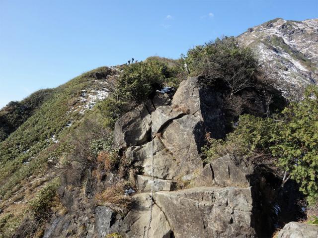 谷川岳 トマノ耳/オキノ耳(西黒尾根)登山口コースガイド ラクダのコブ直下の鎖場【登山口ナビ】