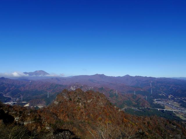 裏妙義・丁須の頭(籠沢コース~三方境周回)登山口コースガイド 中間峰からの浅間山の眺望【登山口ナビ】