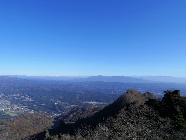 裏妙義・丁須の頭(籠沢コース~三方境周回)登山口コースガイド 中間峰からの谷川連峰や日光の眺望【登山口ナビ】
