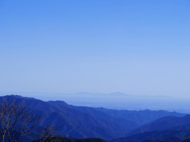 牛奥ノ雁ヶ腹摺山・小金沢山(大峠~黒岳)登山口コースガイド 小金沢山山頂からの筑波山【登山口ナビ】