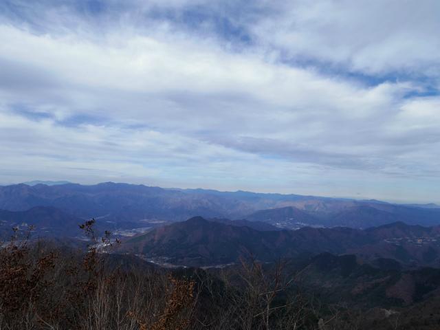 今倉山・高岩(道坂峠~パラジマ沢コース)登山口コースガイド 赤岩山頂からの大菩薩・雲取山の眺望【登山口ナビ】