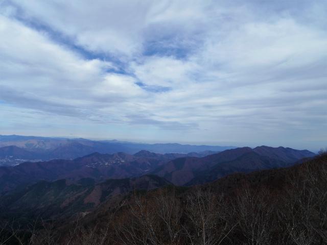 今倉山・高岩(道坂峠~パラジマ沢コース)登山口コースガイド 赤岩山頂からの道志山塊・筑波山の眺望【登山口ナビ】
