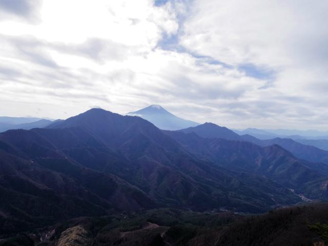今倉山・高岩(道坂峠~パラジマ沢コース)登山口コースガイド 赤岩山頂からの富士山の眺望【登山口ナビ】