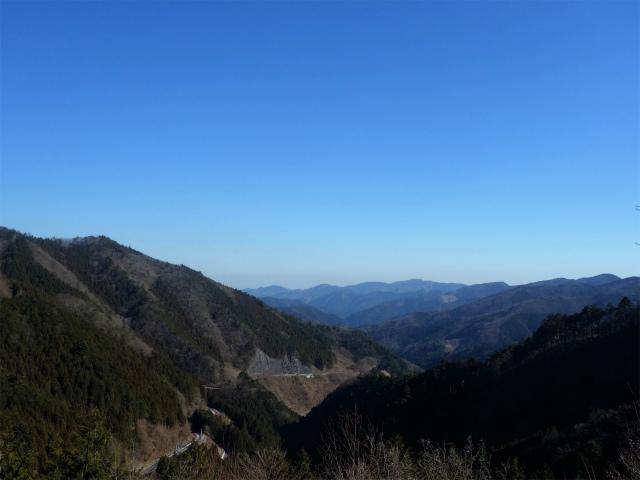 三頭山(大滝~石山~深山の路)展望台から市道山の眺望【登山口ナビ】