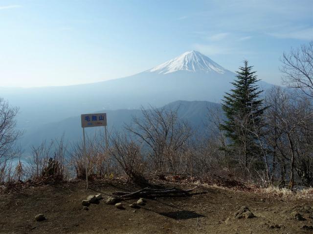 鬼ヶ岳(淵坂峠~毛無山~十二ヶ岳)登山口コースガイド 毛無山山頂からの富士山【登山口ナビ】