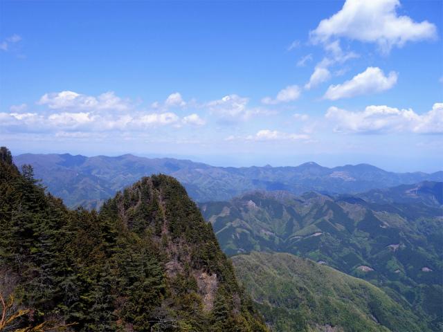 両神山(天理岳~天武将尾根) 登山口コースガイド 浅間山方面の展望【登山口ナビ】