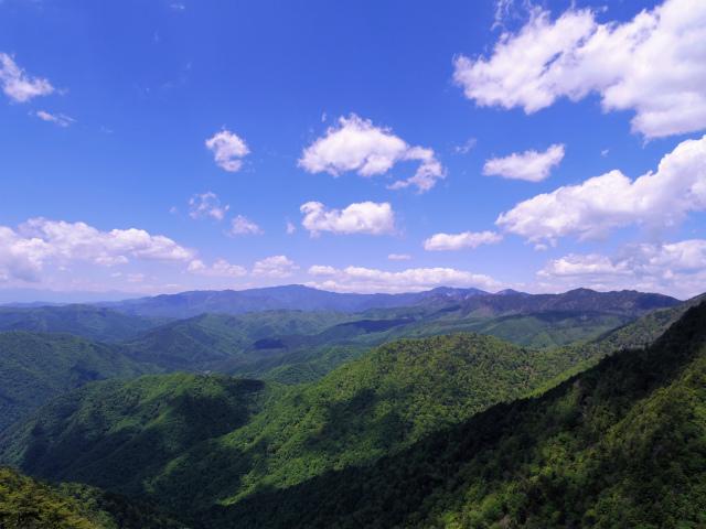 飛龍山(大常木林道~岩岳尾根)登山口コースガイド 岩稜から奥秩父主稜線の眺望【登山口ナビ】