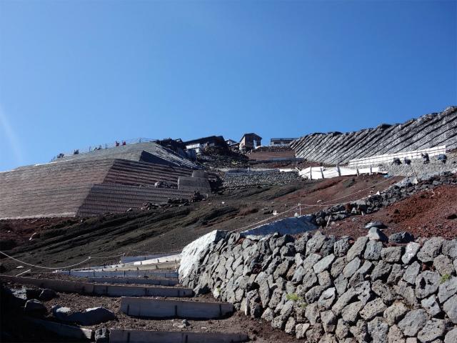 富士山 剣ヶ峰~お鉢巡り(吉田ルート/無雪期日帰り)登山口コースガイド 側壁【登山口ナビ】