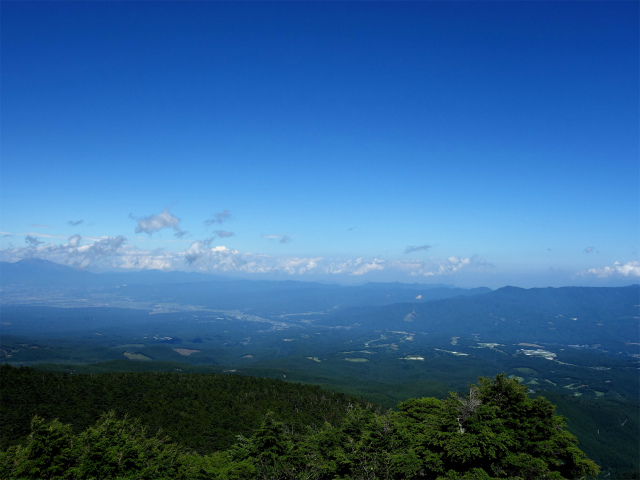 八ヶ岳・中山/ニュウ(麦草峠~白駒池周回)登山口コースガイド にゅうの山頂からの荒船山【登山口ナビ】