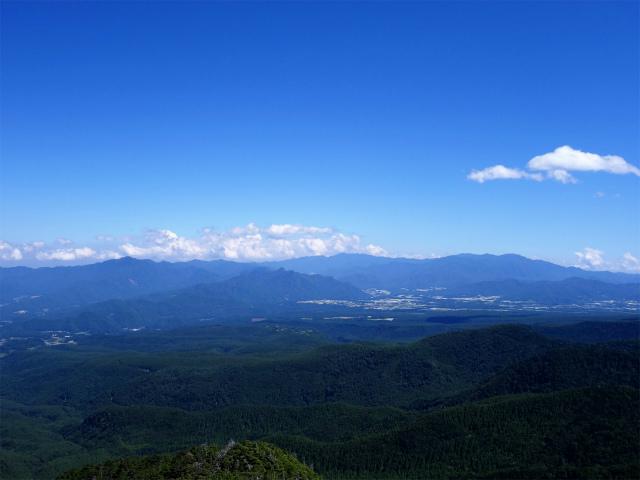 八ヶ岳・中山/ニュウ(麦草峠~白駒池周回)登山口コースガイド にゅうの山頂からの奥秩父山塊【登山口ナビ】