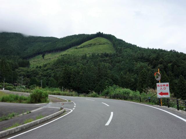櫛形山(池の茶屋林道口~アヤメ平周回)登山口コースガイド 丸山林道入口【登山口ナビ】