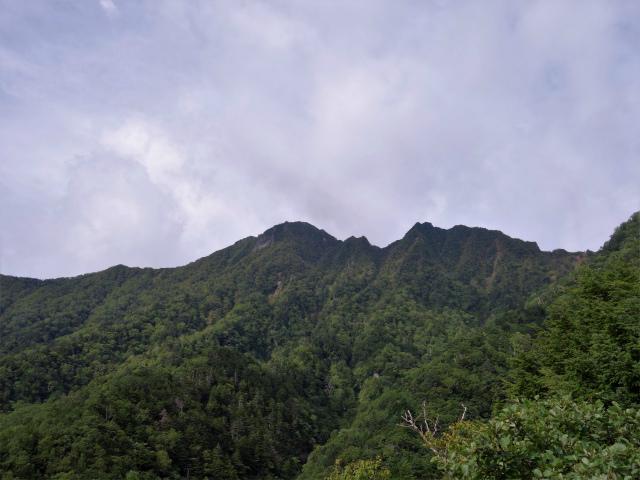 八ヶ岳・赤岳(地獄谷~ツルネ東陵)登山口コースガイド 露岩からの権現岳【登山口ナビ】
