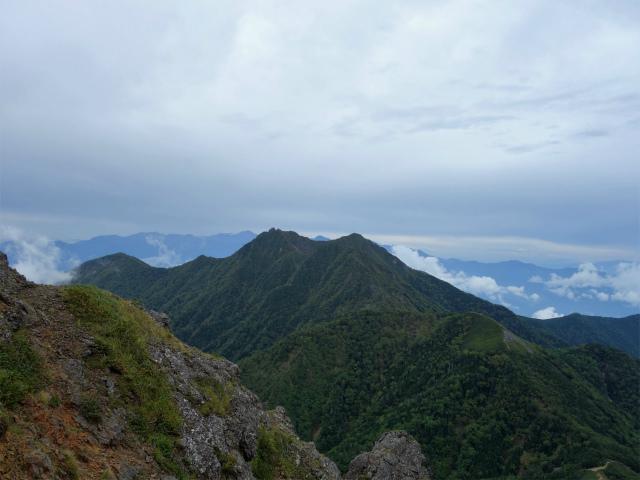 八ヶ岳・赤岳(地獄谷~ツルネ東陵)登山口コースガイド 岩峰群からの権現岳【登山口ナビ】